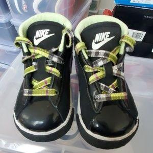 Nike Toddler Shoes. Size: 5C